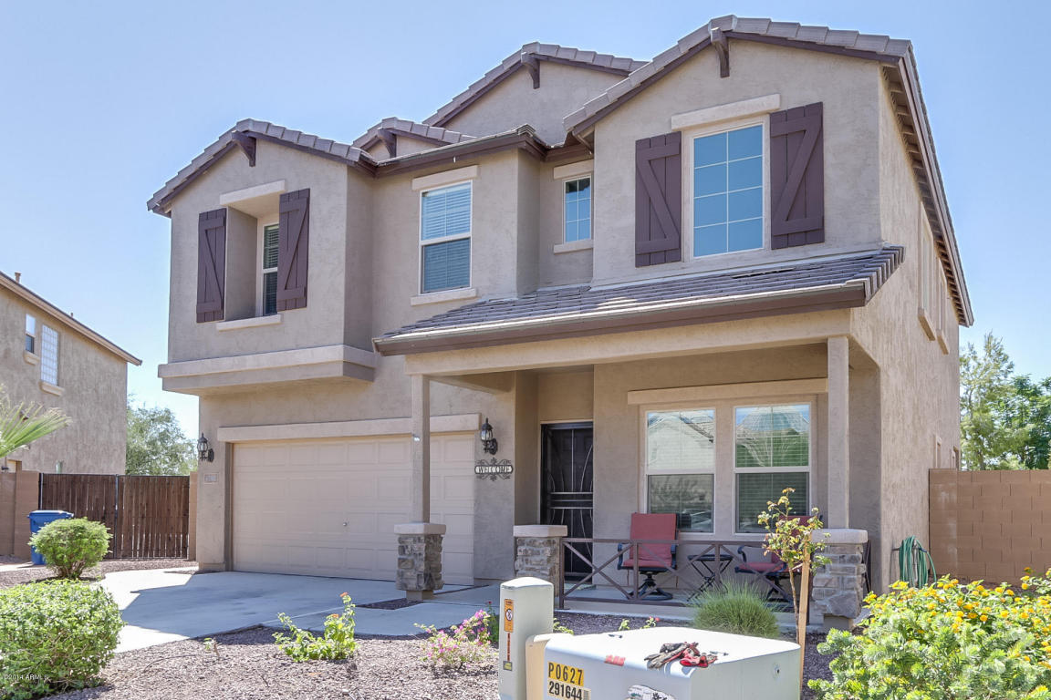This Mesa home for sale is Pulte built and in the community of Country Horizons Bella Via.