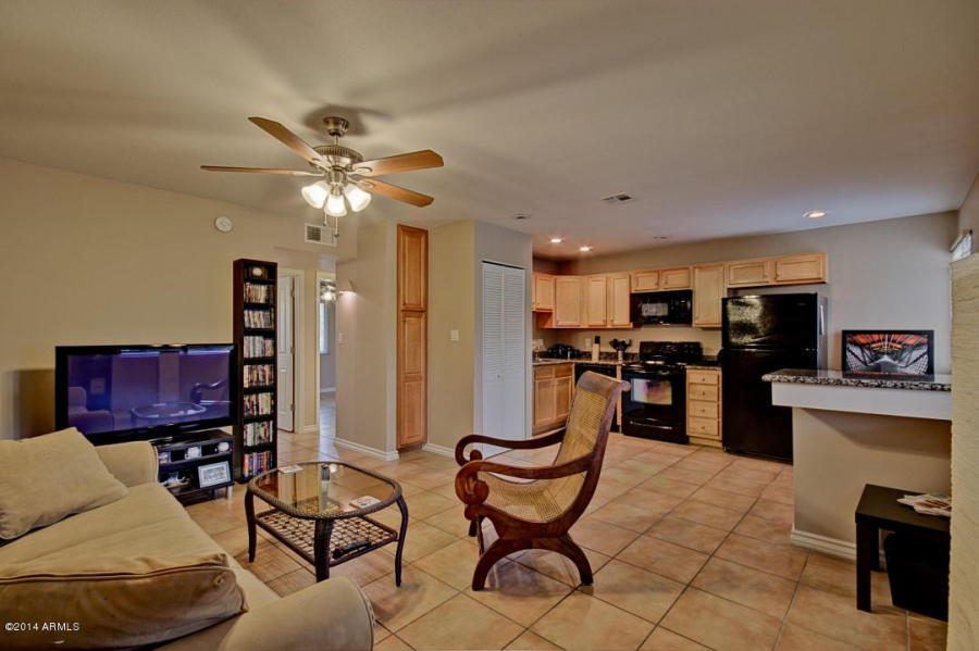 This Moon Valley condo for sale is a great North Phoenix AZ home located in the gated community Shamrock Glen.